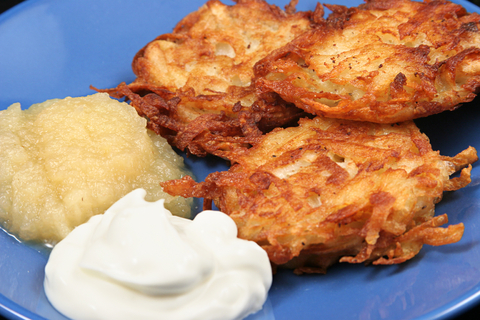 Potato Latkes w. Sour Cream