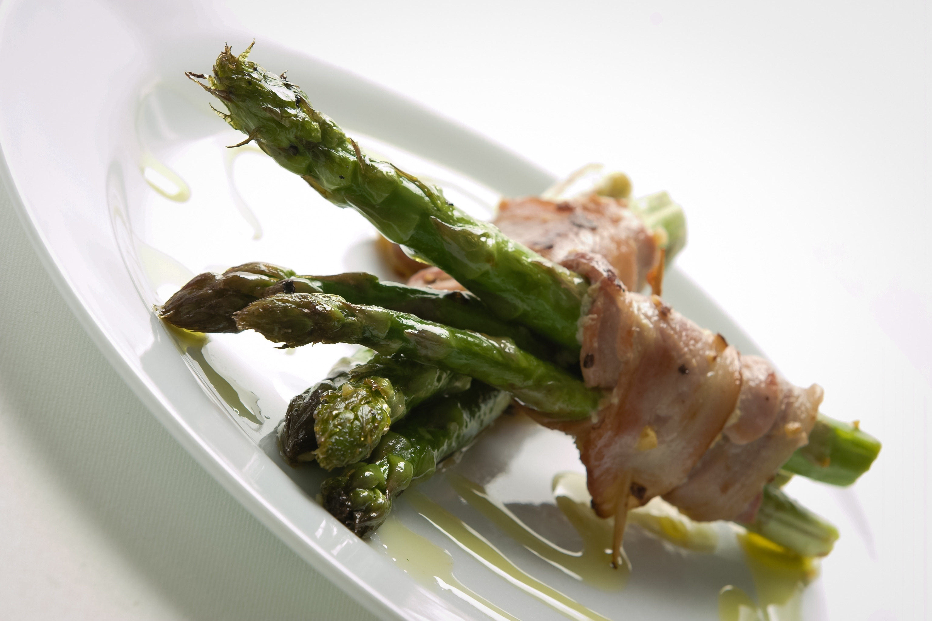 lamb pancetta with asparagus